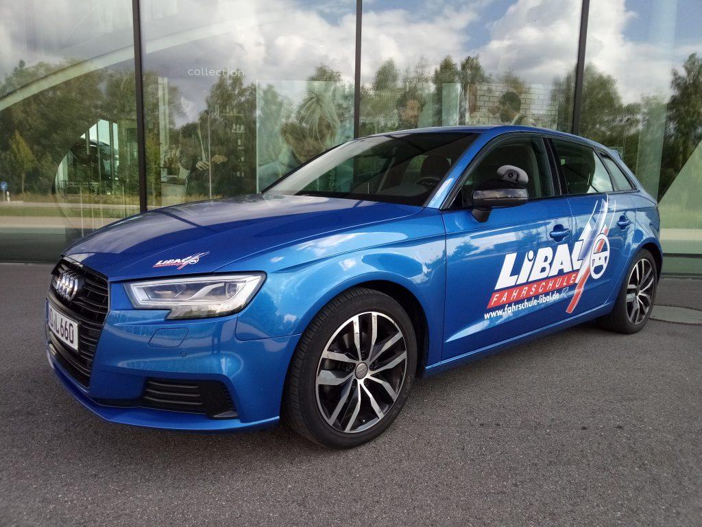 Audi A3 2020 - blau
